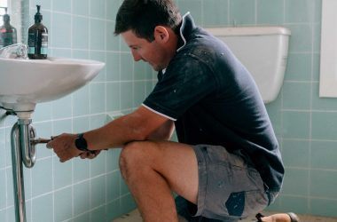 Ryan Pike Plumbing a bathroom